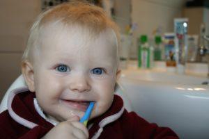 brushing teeth 787630 1280